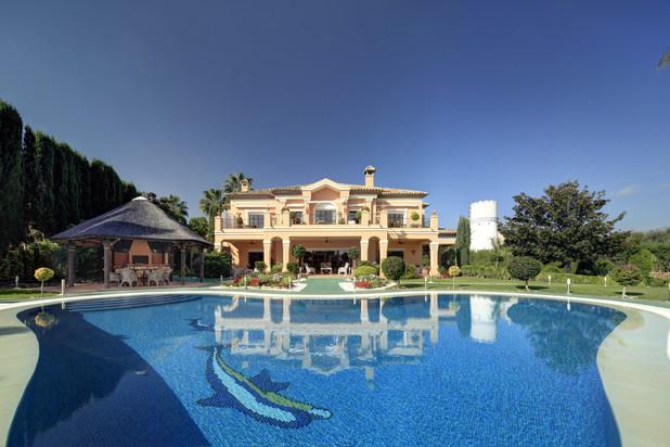 Villa te koop in Atalaya de Rio Verde, Nueva Andalucia