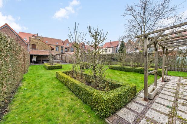 Uniek pand met zeer ruime tuin in historisch Brugge