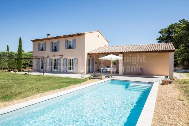 Maison avec piscine et vue à vendre à deux pas du village de Bonnieux