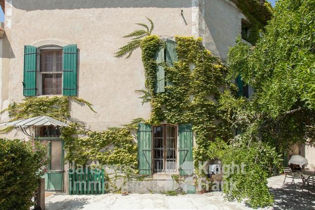 Propriété avec deux habitations à vendre proche de l'Isle sur la Sorgue