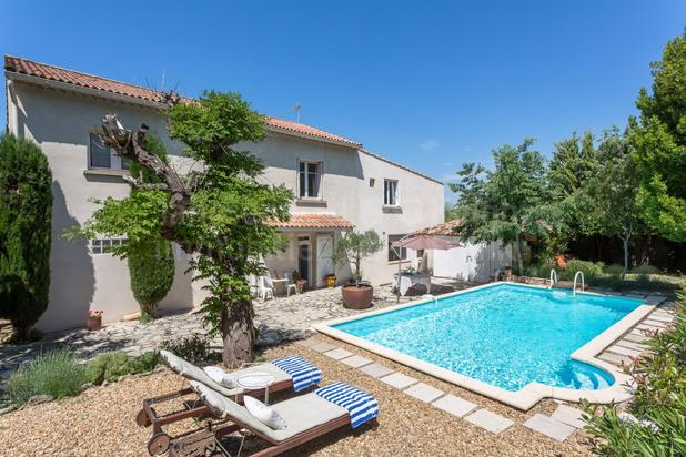 Charmante villa avec piscines à vendre à Lagnes