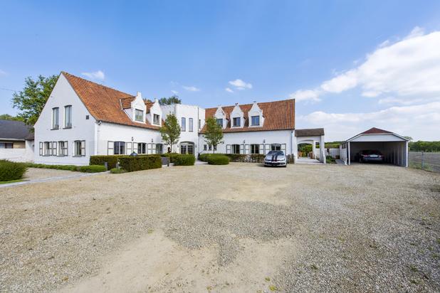 Charmante villa met feestzaal en inpandig appartement te Veldegem