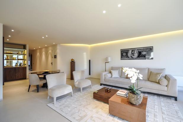 Bijzonder smaakvol en luxueus ingericht appartement, gelegen op een TOPLIGGING op het ALBERTPLEIN, met prachtig zeezicht...
