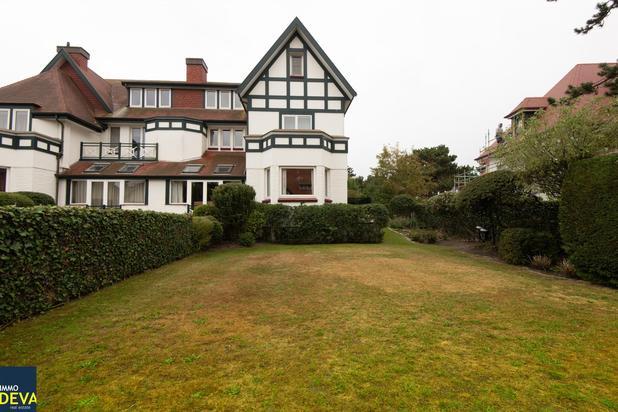 Villa jumelée charmante avec agréable jardin, situé au coeur du Zoute, proche de la Sparrendreef.