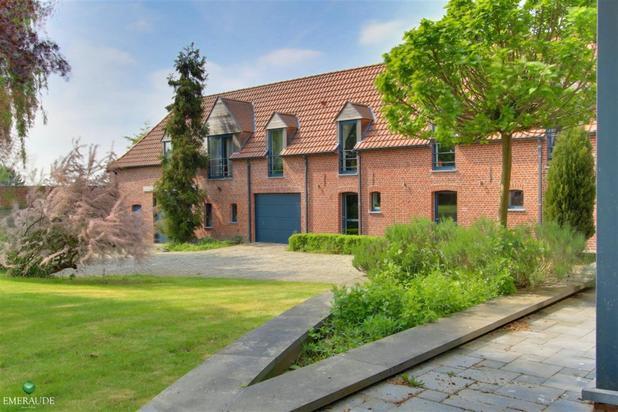 Charme, authenticité et confort pour cette propriété construite sur 6 200 m²