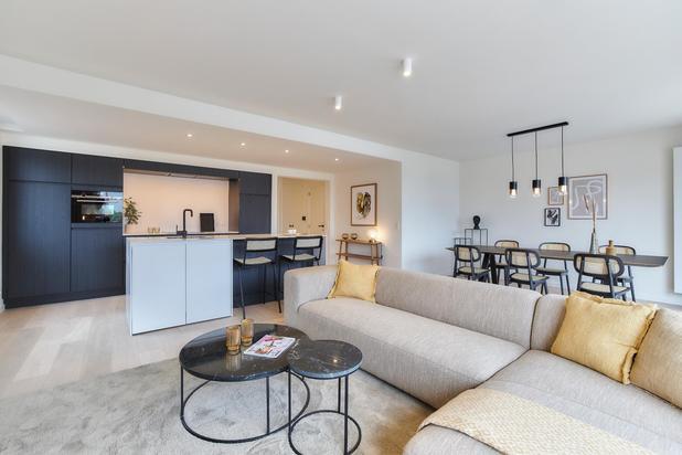 Prachtig gerenoveerd appartement met 4 slaapkamers en open zicht gelegen op de Lippenslaan ter hoogte v.h. Verweeplein.