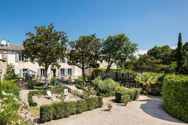 Maison de ville du 19ème siècle avec piscine à vendre à Eyguières