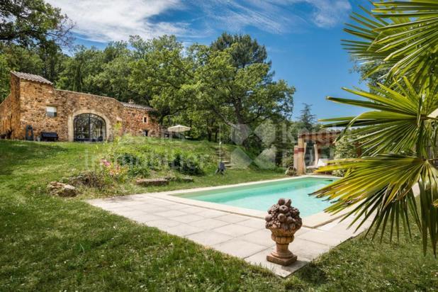 Mas du 19e avec piscine à vendre à Roussillon