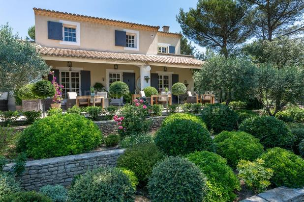 Superbe villa avec piscine à vendre à Saumane de Vaucluse