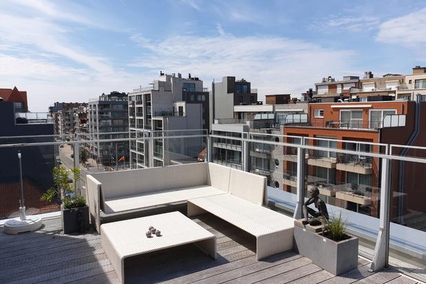 Luxueus, modern ingerichte penthouse te koop vlak bij zee en winkels