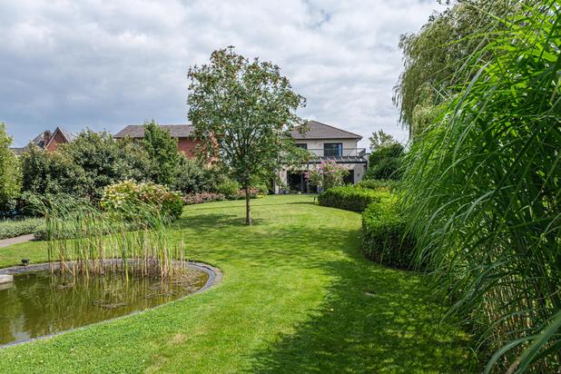 Luxueuze villa op perceel van ca. 2.000 m² te Lommel