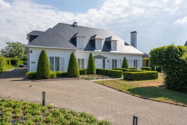 Stijlvolle villa met praktijk op een zuid georiënteerd perceel van 2.468 m² te Baal.
