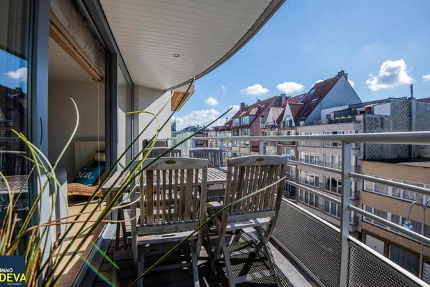 Instapklaar appartement met drie slaapkamers en zeer zonnig terras vlakbij het Rubensplein.INCLUSIEF Parking op GLV
