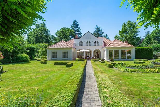 Zeer ruime, klassieke villa, groen en residentieel gelegen