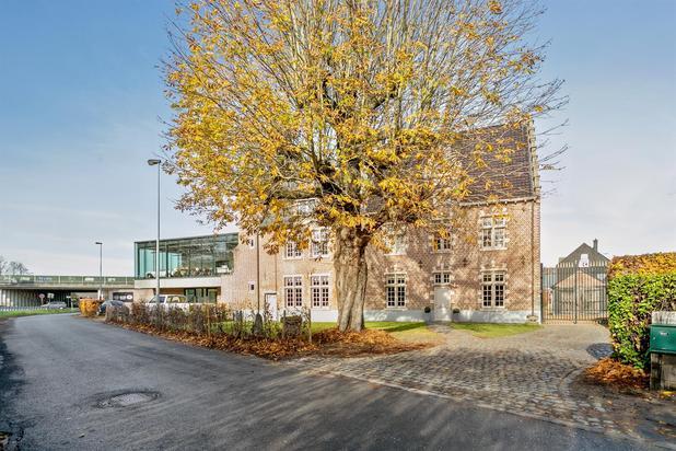 Te koop in Gent-  Zwijnaarde : Uniek landhuis