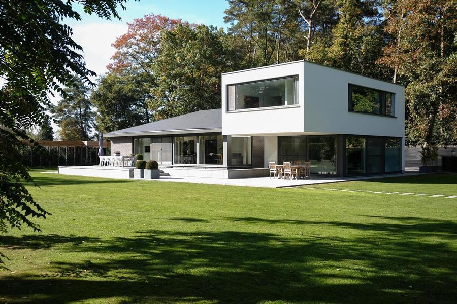 Moderne villa op ca 8.000 m² parkdomein