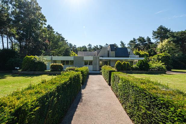 Unieke architecturale villa op een perceel van ca. 5.000 m² te Pelt.