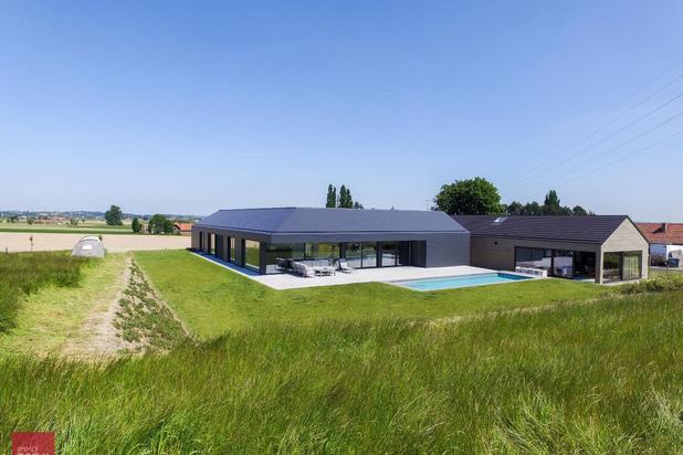 Nieuw gebouwde moderne villa