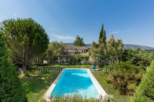 Villa for sale at Oppède with reference 19101836284