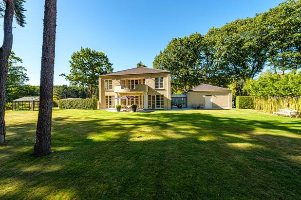 Lichtrijke en luxueuze villa in het groen
