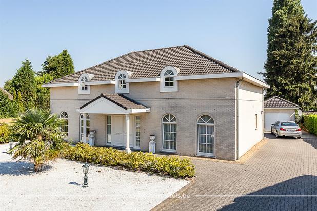 Villa met 5 slaapkamers op een perceel van 1.899m²!
