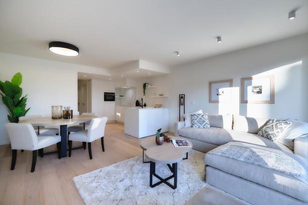 Appartement rénové avec belle terrasse, très bien situé dans l' Ave. du Littoral tout près du Minigolf au Zoute.