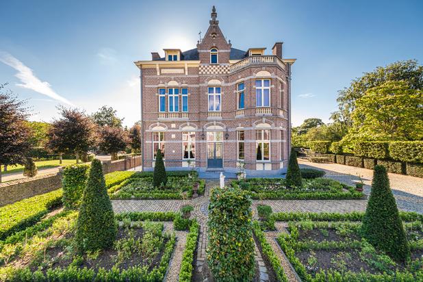 Prachtig gemoderniseerd eigendom met aangelegde Engelse parktuin op ca. 5.000 m² te Pelt (Sint-Huibrechts-Lille)