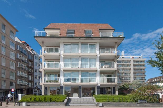 Gemeubeld HOEKAPPARTEMENT met prachtig, Zuidgericht terras, open zicht op de MINIGOLF, en met GARAGE in de residentie...