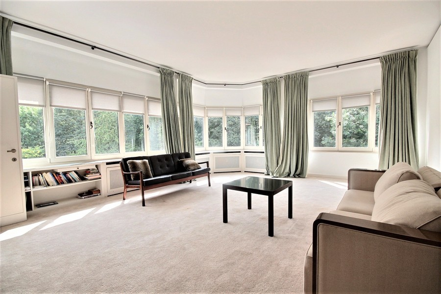 Rare and exceptional two bedroom apartment - Private residence of Square du Bois