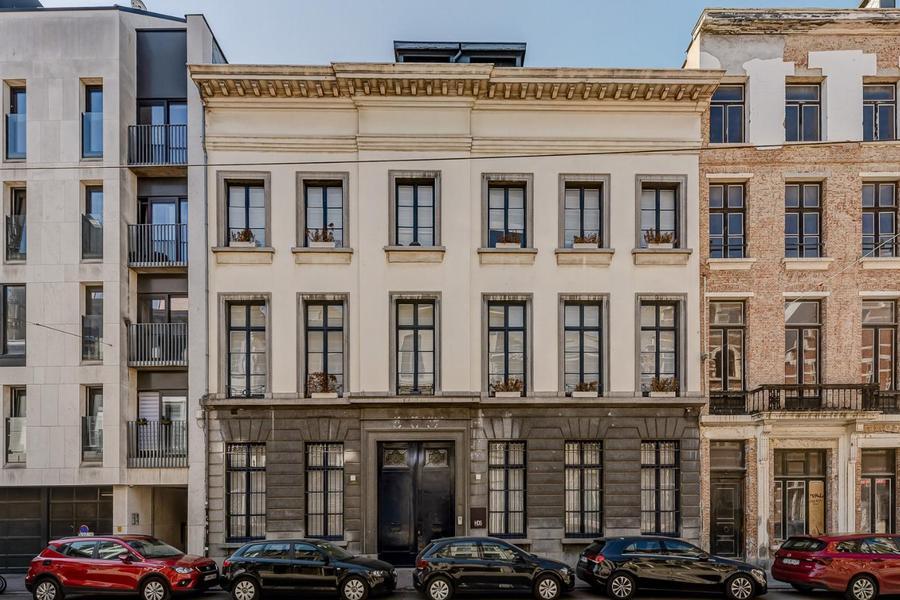 Prachtig neoclassicistisch herenhuis (Kantoorgebouw)