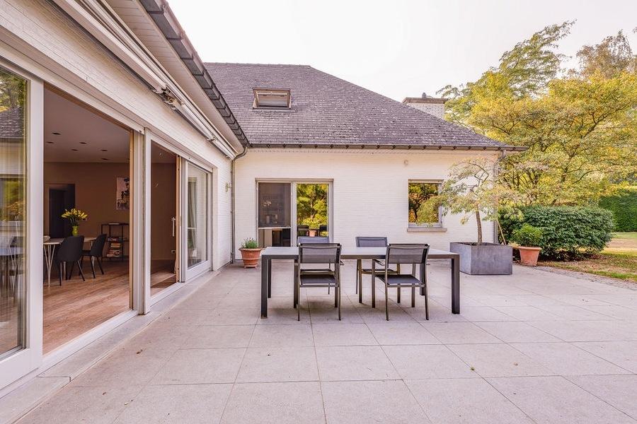 Stijlvolle eigentijdse villa met zwembad op een terrein van 2258 m2 te Waasmunster