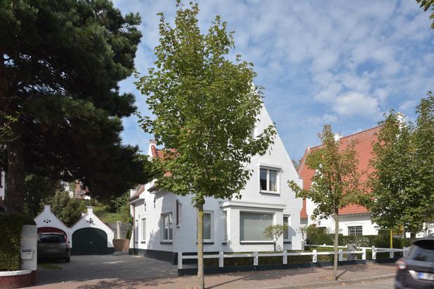Zeer goed gelegen authentieke villa in Duinbergen