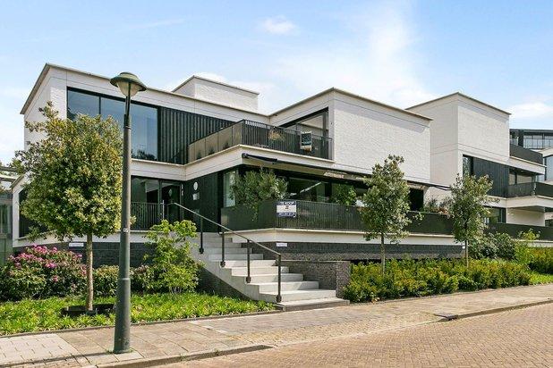 Luxe appartement van moderne architectuur en midden in het groen