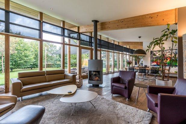 Gelijkvloerse villa met 2 slpks en 2 badkamers op 1.993 m² !