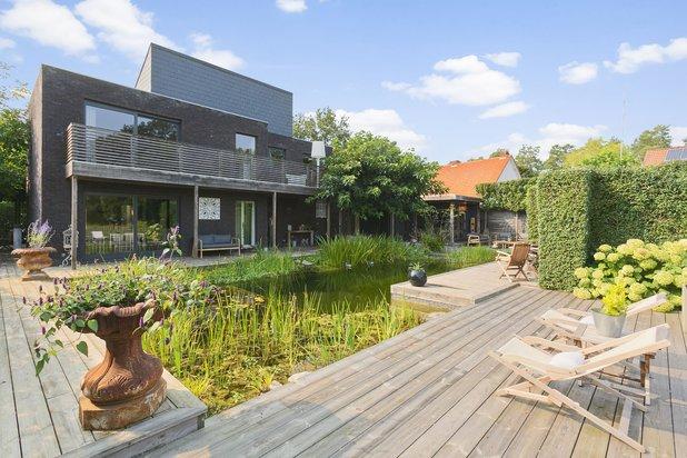 Stijlvolle villa op een prachtig perceel van 797 m² met grote zwemvijver !