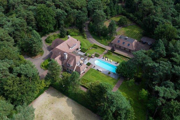 Riante villa, omringd door groen