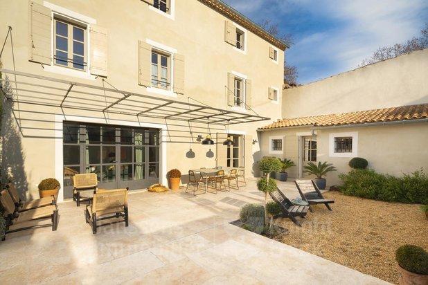 Maison de village rénovée en vente proche du centre de St Rémy de Provence