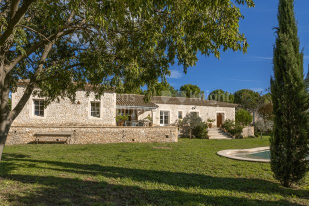 Villa for sale at Uzès with reference 19802502792