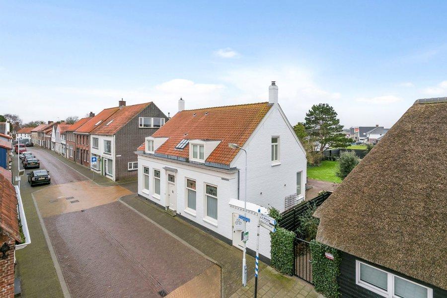 Centraal gelegen in Cadzand treft u een ruime, vrijstaande woning aan.