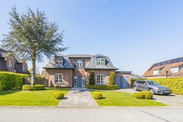 Lichtrijke statige ruime villa aan het Sterrebos