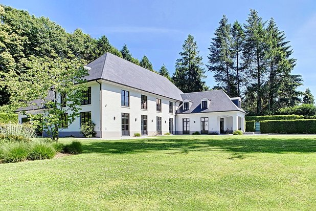 Magnificent Villa with garden and heated swimming pool