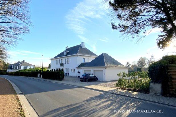 Prachtige gerenoveerde villa met grote tuin