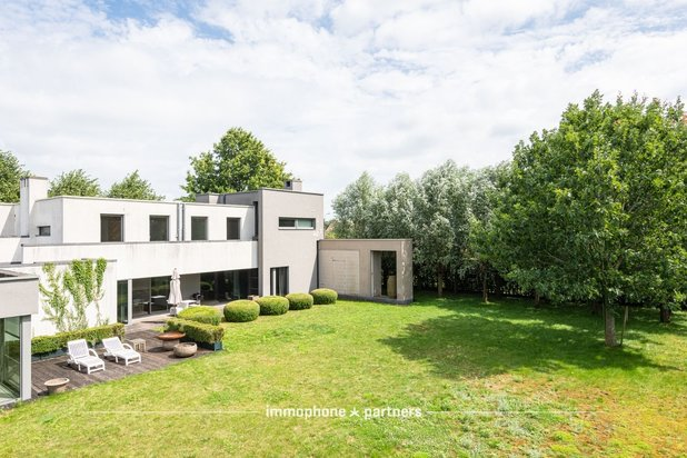 **** Modernistische Architecten Villa by Eddy Francois **** horende bij agrarische activiteit/bedrijf/tuincentrum.
