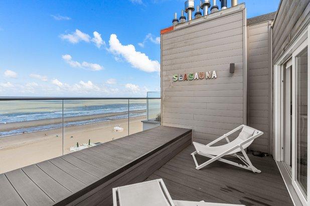 Prachtige duplex penthouse met 2 terrassen op de Zeedijk van Wenduine
