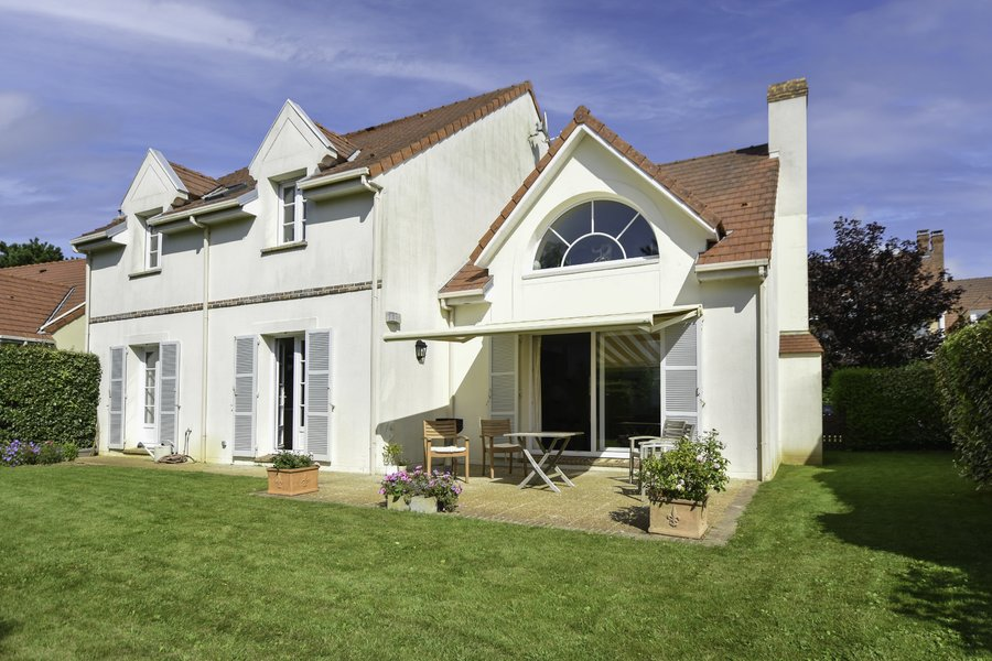 Villa à Whitley