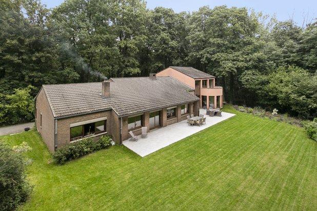 moderne villa in domein van 1 hectare, zeer rustige en discrete ligging