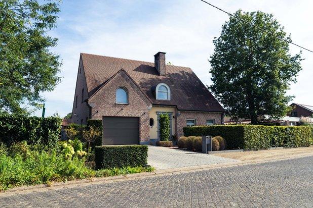 Villa met 4 ruime slaapkamers op 1.028 m² te St.-Jozef-Olen !