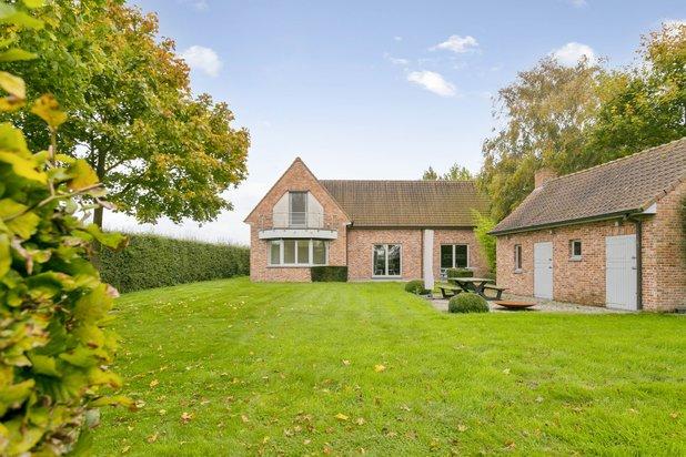 Uniek ingerichte kwalitatieve villa op een perceel van maar liefst 4408m2!