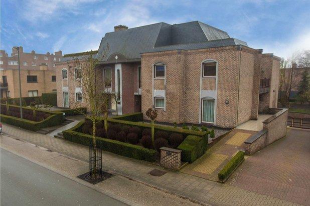 Riant eigendom van ca. 520 m² opgedeeld in 2 eenheden te Maaseik