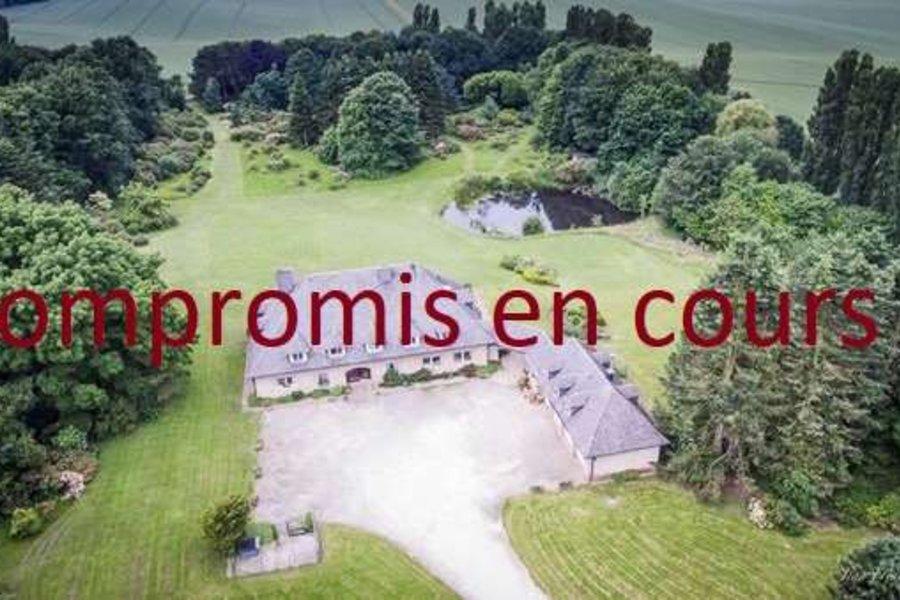 Propriété à vendre sur plus de 8 hectares à Lillois-Witterzée